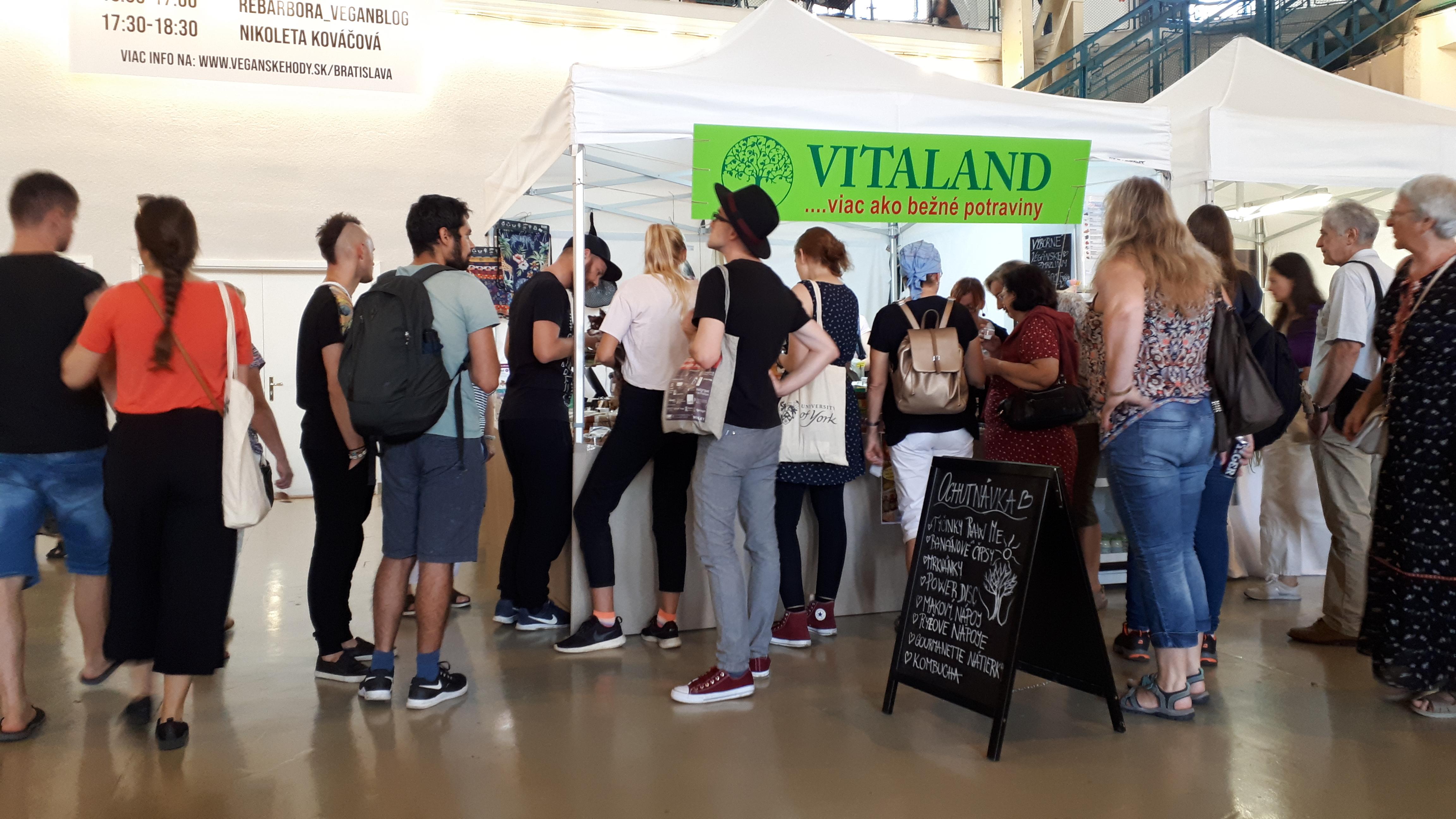 Spoločnosť VITALAND prevádzkuje v Bratislave maloobchodné predajne so širokým a pestrým sortimentom zdravých potravín, nápojov, bio produktov, vegetariánskych, vegánskych a raw výrobkov. V ponuke máme aj bezlepkové a dia výrobky, čerstvé kváskové a bezlepkové pečivo, prírodné výživové doplnky, čaje a bylinné tinktúry. Škálu výrobkov dopĺňa prírodná kozmetika, eko drogéria a darčekové predmety. Naši predajcovia Vám ochotne poskytnú pomoc pri výbere tovaru i poradenstvo v oblasti zdravej výživy.